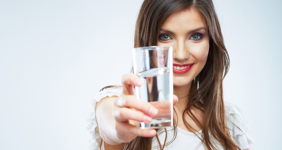 tomar abundante agua